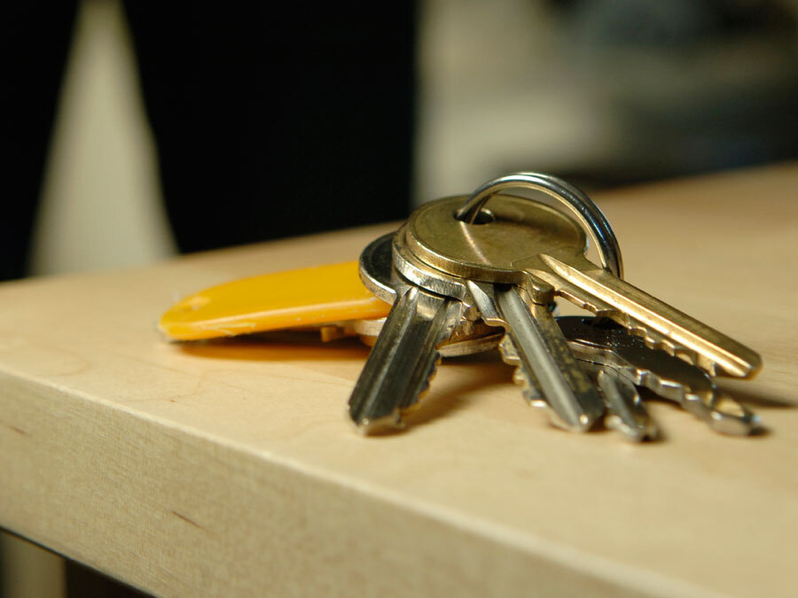 Ein Schlüsselbund liegt auf dem Tisch. Die Schlüsselübergabe kann erfolgen.