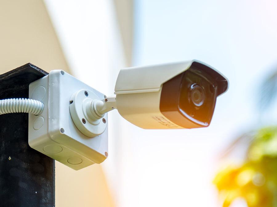 Eine Überwachungskamera im Außenbereich. Ist die Überwachungskamera erlaubt?